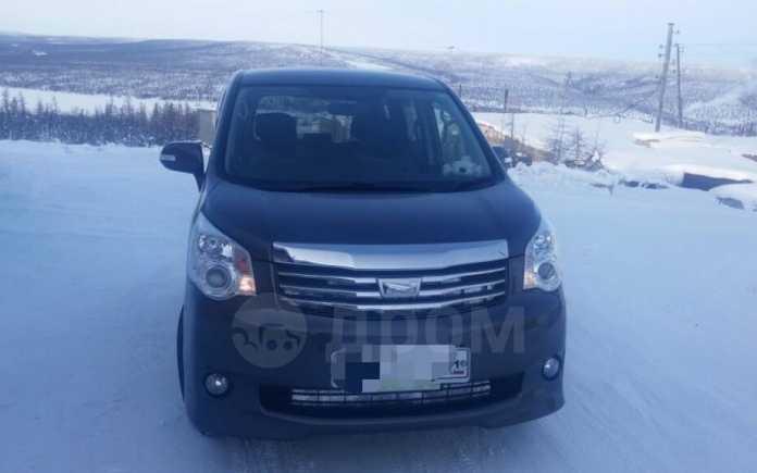 Toyota Noah, 2011 год, 900 000 руб.