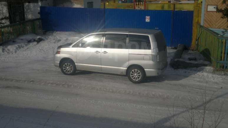 Toyota Voxy, 2004 год, 520 000 руб.