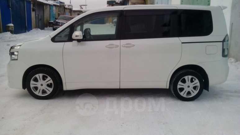 Toyota Voxy, 2007 год, 755 000 руб.