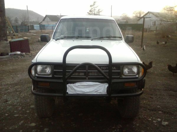 Toyota Hilux Pick Up, 1987 год, 250 000 руб.