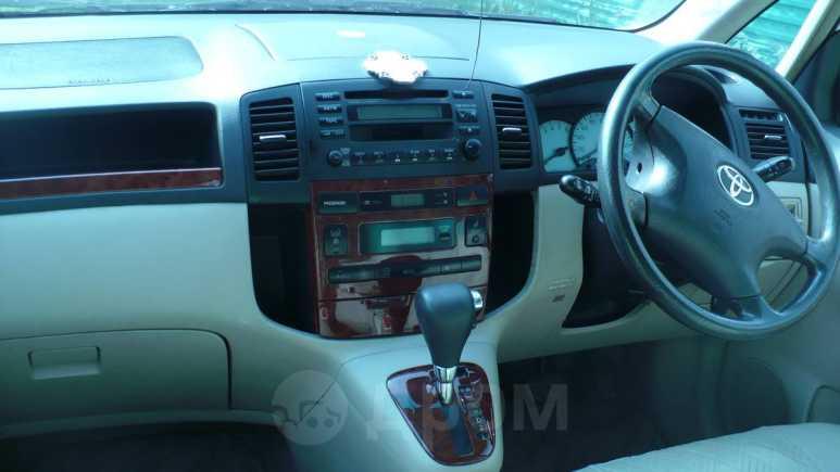Toyota Corolla Spacio, 2001 год, 290 000 руб.