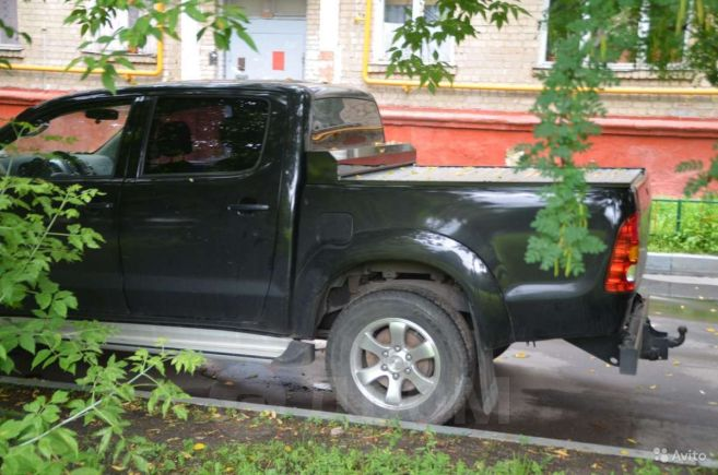 Toyota Hilux Pick Up, 2010 год, 1 050 000 руб.