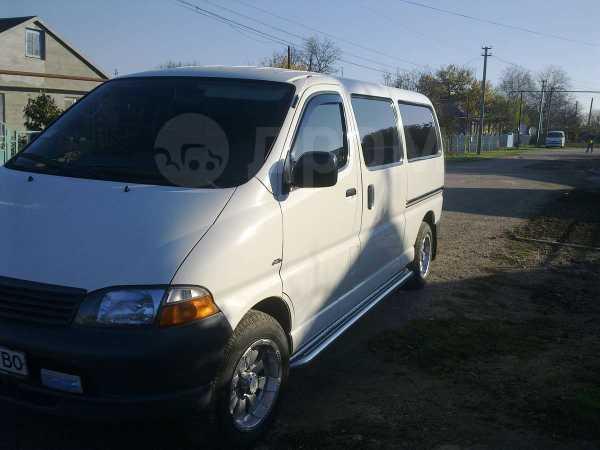 Toyota Hiace, 2004 год, 740 000 руб.