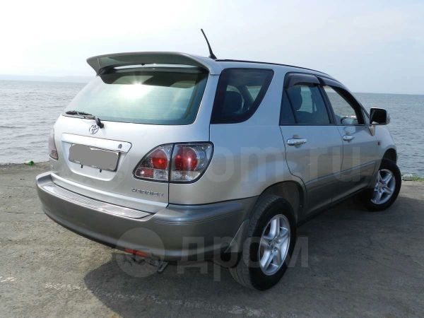 Toyota Harrier, 2001 год, 635 000 руб.