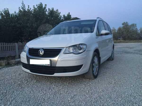 Volkswagen Touran, 2009 год, 605 000 руб.