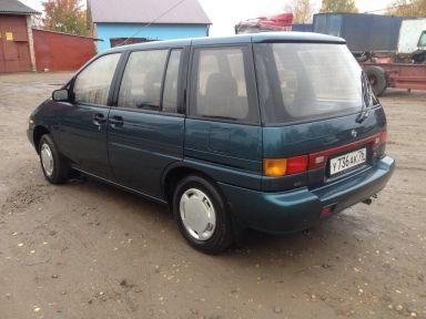 Nissan Prairie, 1992