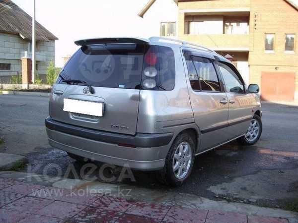 Toyota Raum, 1999 год, 165 000 руб.