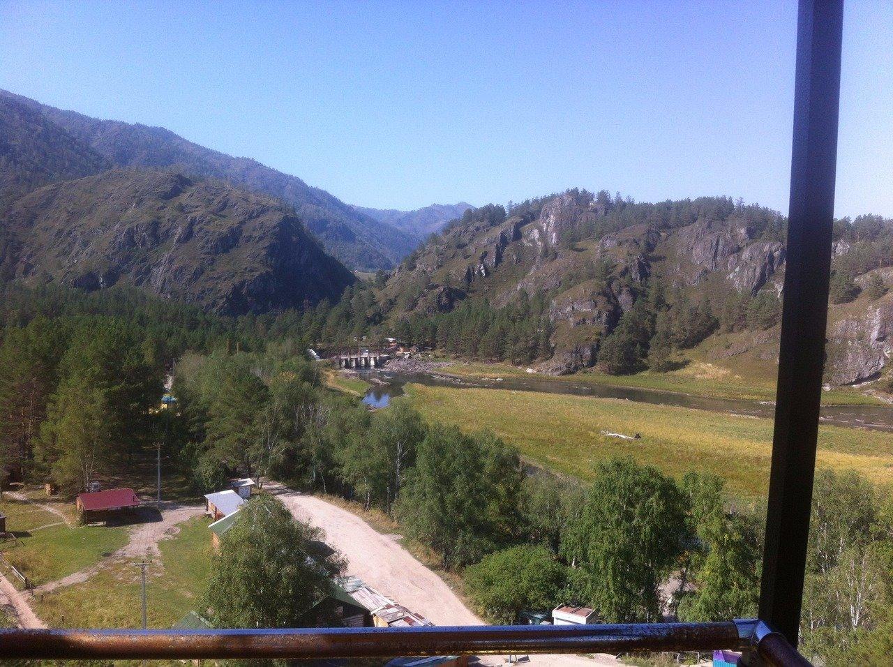 Вид с колеса обозрения в районе Чемальской ГЭС
