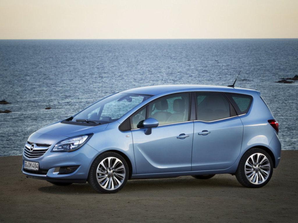 Компактный минивэн Opel Meriva 2014 года