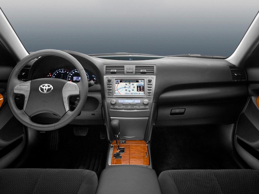 Toyota Camry салон — описание модели