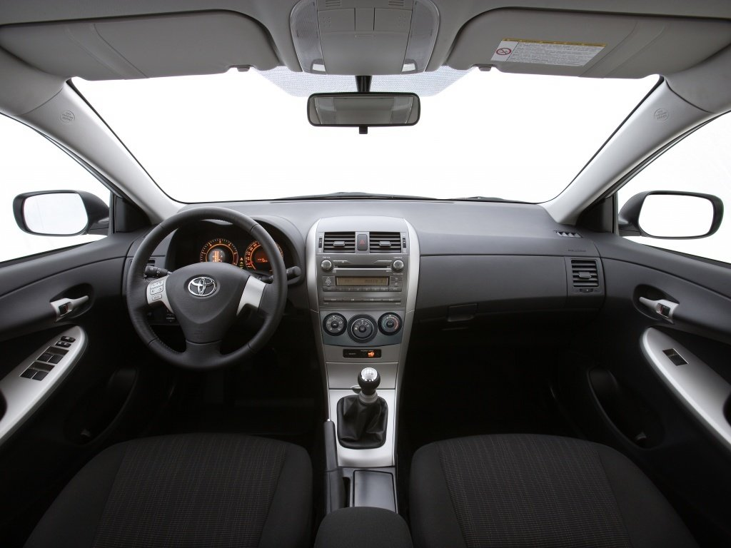 Toyota Corolla салон — описание модели