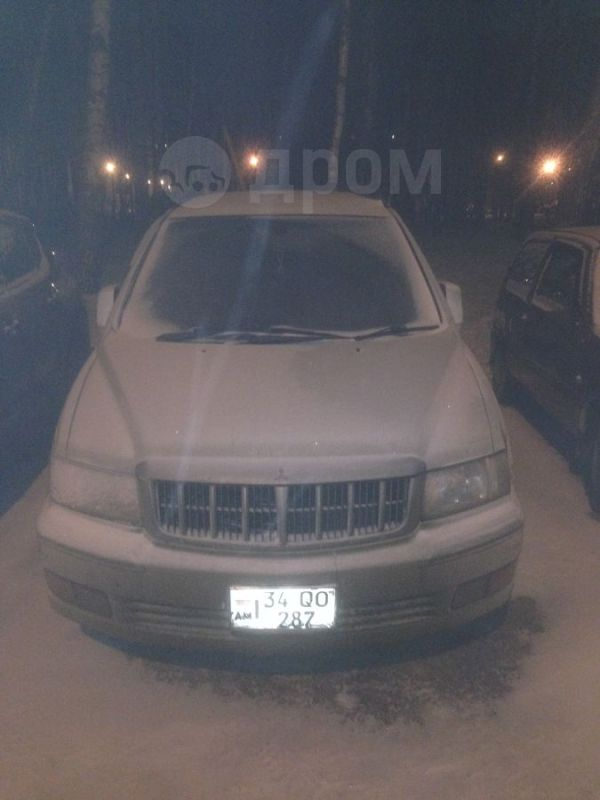 Mitsubishi Chariot Grandis, 2000 год, 320 000 руб.