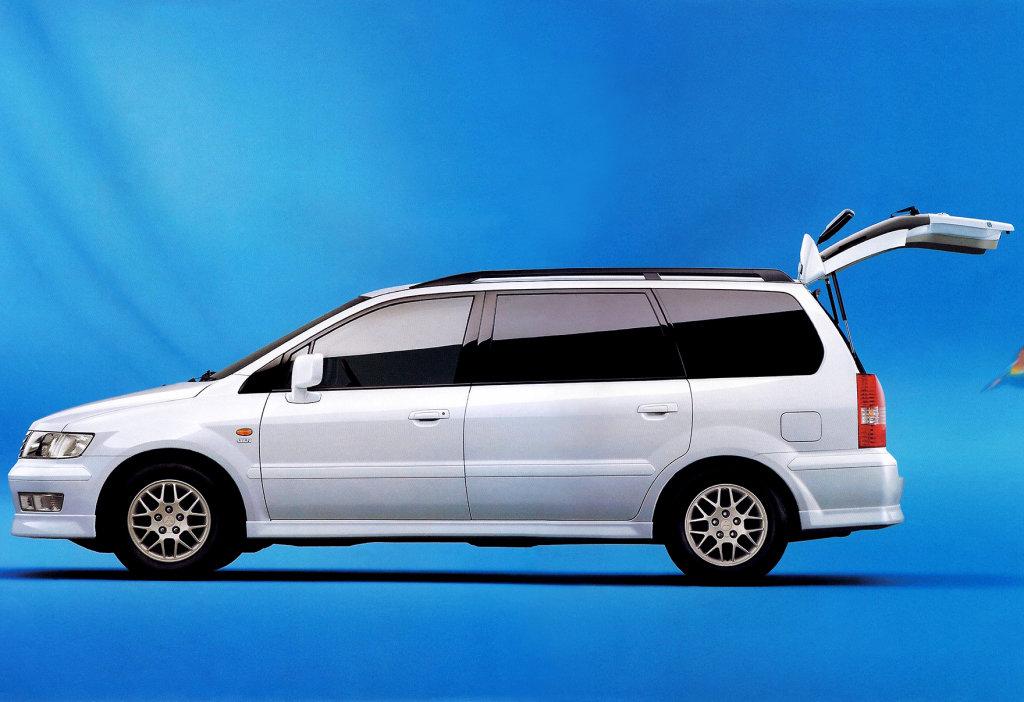 mitsubishi chariot 1 поколение