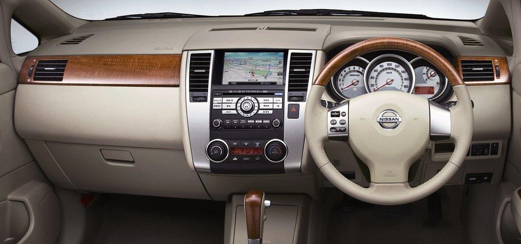 Nissan Tiida Latio рестайлинг 2008 2009 2010 2011 2012