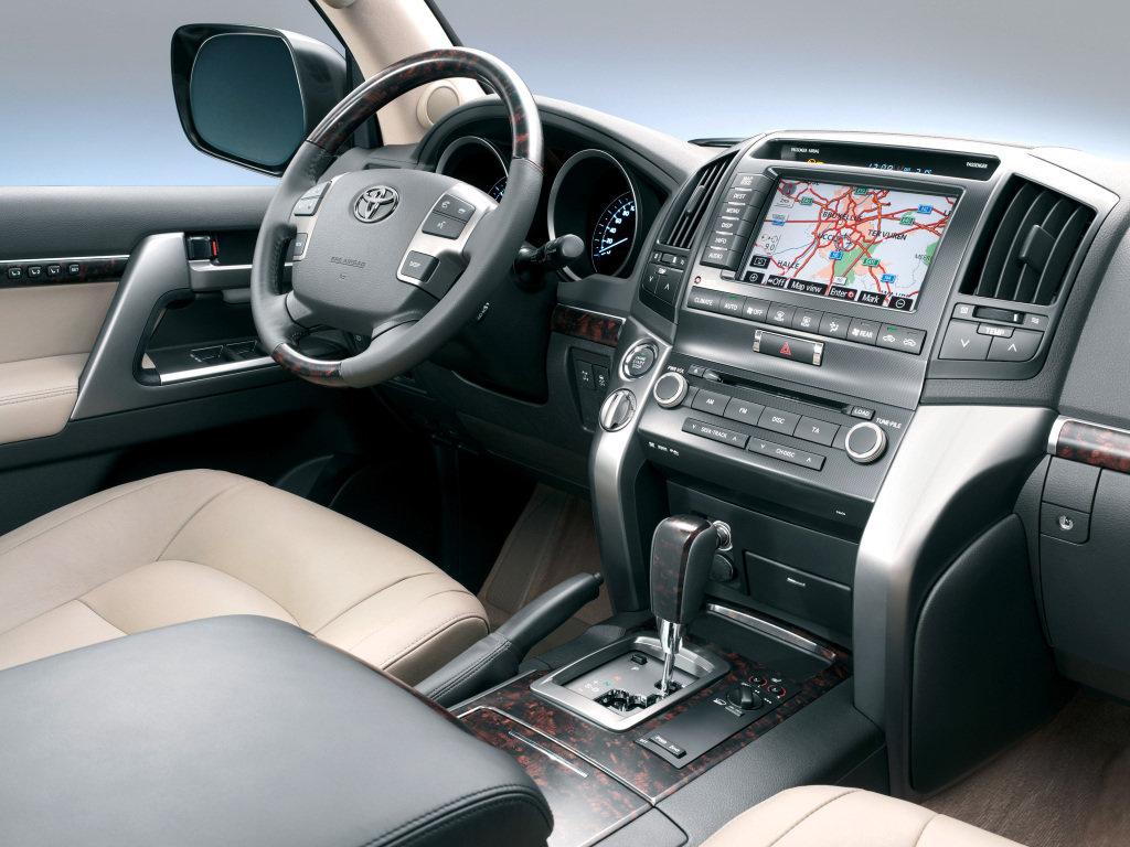 Toyota Land Cruiser 200 салон — описание модели