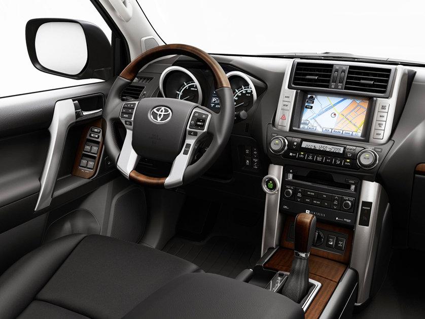 Toyota Land Cruiser 150 салон — описание модели