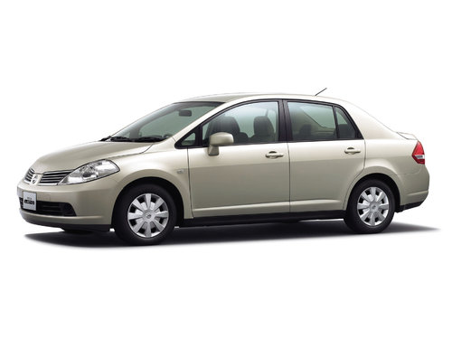 Nissan Tiida Latio 2004 - 2007