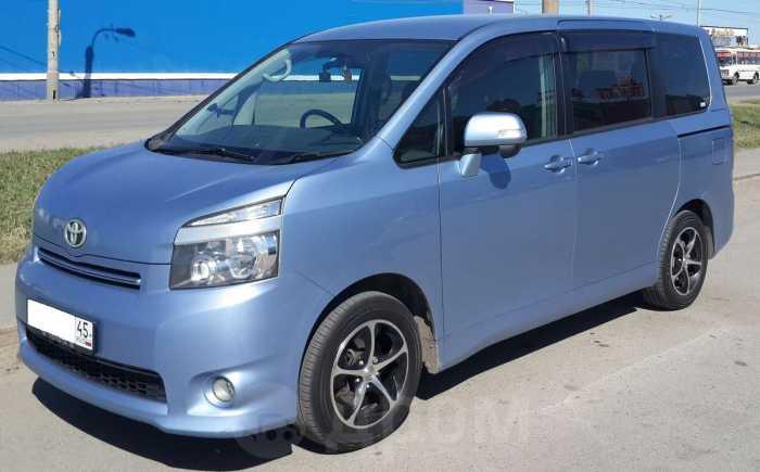 Toyota Voxy, 2008 год, 777 000 руб.