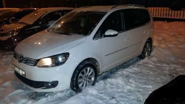 Volkswagen Touran, 2011 год, 850 000 руб.
