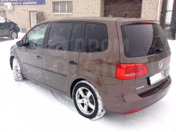 Volkswagen Touran, 2012 год, 700 000 руб.