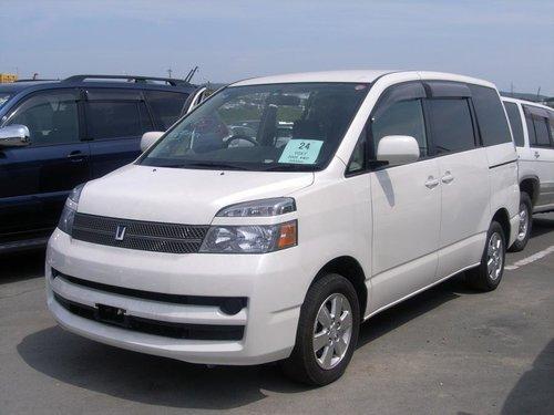 Toyota Voxy 2004 - 2007