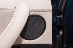 Дополнительное оборудование аудиосистемы: Аудиосистема Hi-Fi с 9 динамиками, AUX, USB