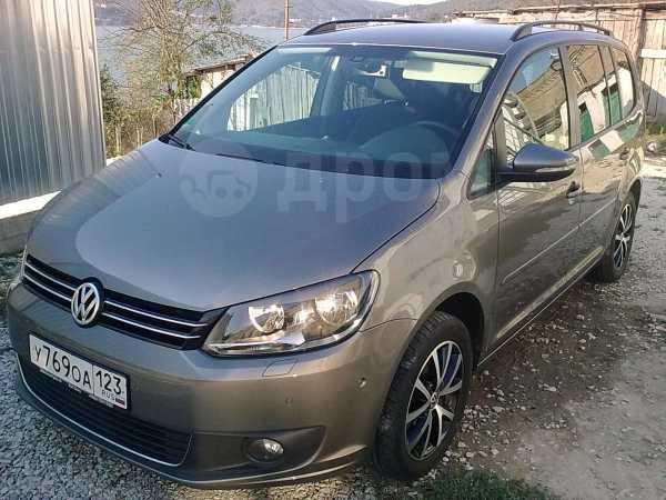 Volkswagen Touran, 2011 год, 835 000 руб.