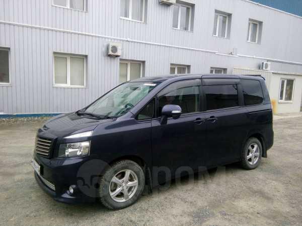 Toyota Voxy, 2008 год, 670 000 руб.