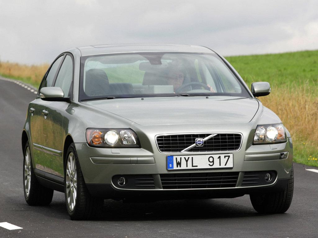 сравнение volvo s40 2006 ford focus 1.6