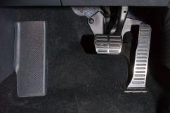 Дополнительно: Датчик износа колодок, Решетка радиатора с хромированной отделкой, Педали с алюминиевыми накладками