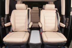 Второй ряд сидений: сиденья поворотные, индивидуальные, с регулировкой наклона, складные, с продольным перемещением
