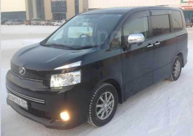 Toyota Voxy, 2009 год, 800 000 руб.