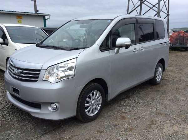 Toyota Noah, 2012 год, 995 000 руб.