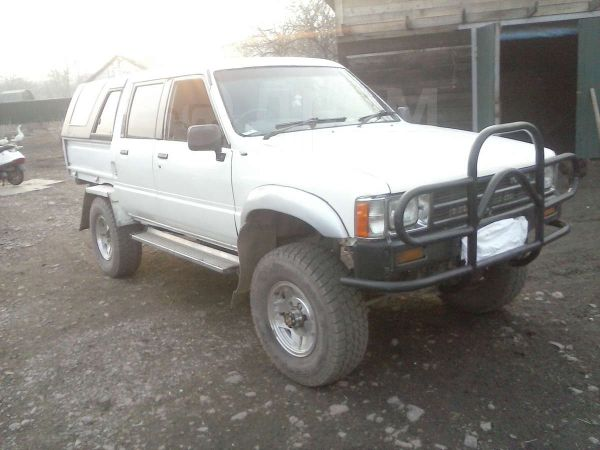 Toyota Hilux Pick Up, 1987 год, 255 000 руб.