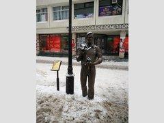 Памятник холостому парню (Скульптура)