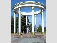 Женам декабристов (Памятник)
