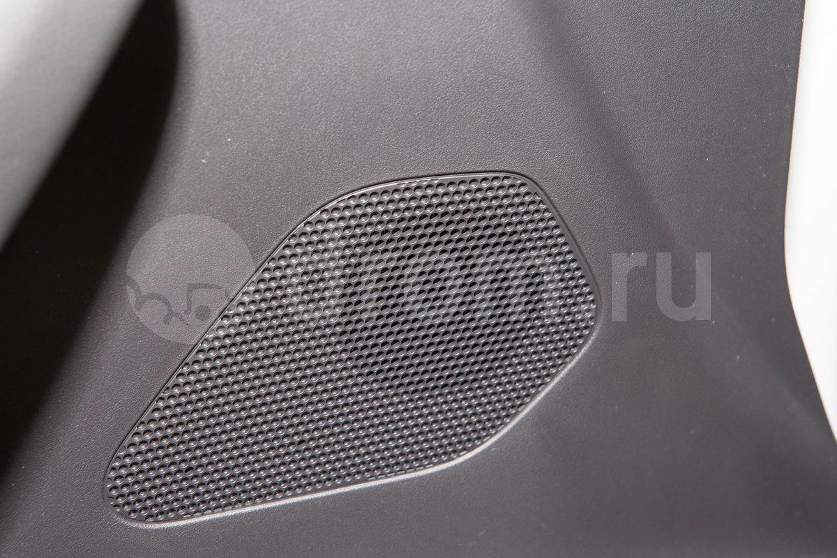 Дополнительное оборудование аудиосистемы: Аудиосистема Jaguar 80 Вт, AUX, USB, разъем для iPod, динамическая регулировка громкости (стандарт)/ Цифровая система Meridian 380Вт: 11 динамиков, сабвуфер, 12-канальный усилитель, эквалайзер Audyssey MultEQ , AUX, USB, разъем для iPod, динамическая регулировка громкости