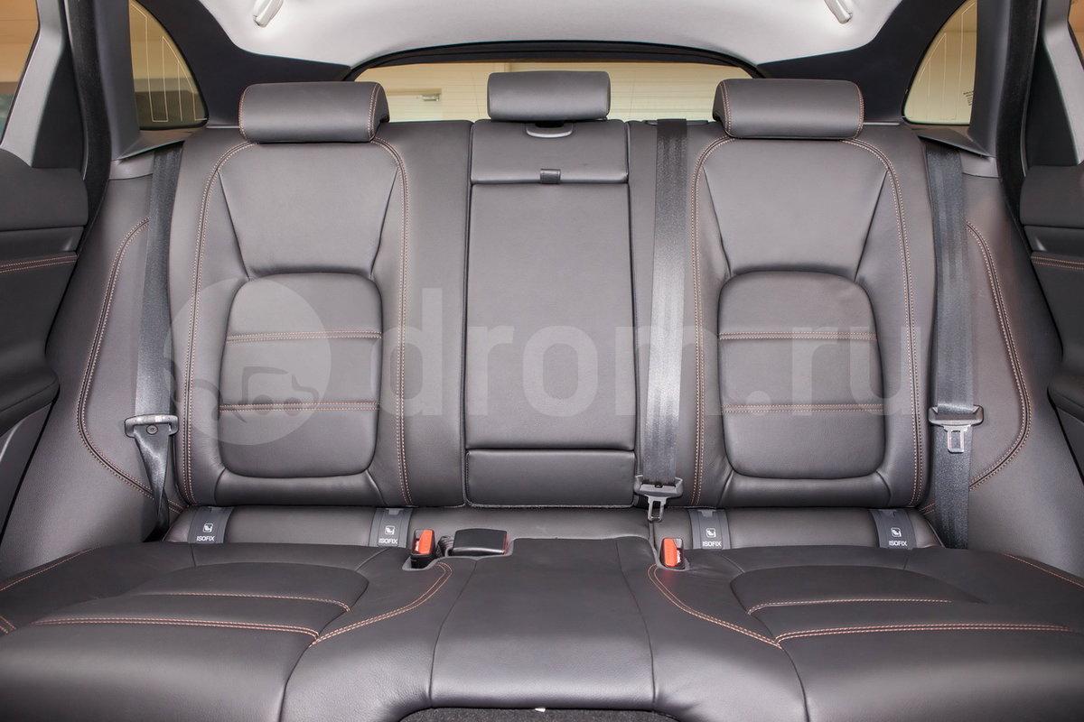 Второй ряд сидений: Разделенные складывающиеся задние сиденья — 40:20:40
