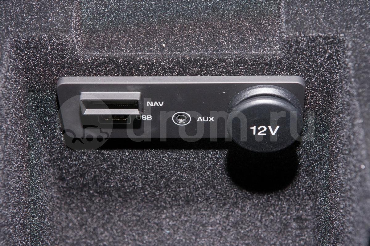 Дополнительное оборудование аудиосистемы: Цифровая система Meridian 380Вт: 11 динамиков, сабвуфер, 12-канальный усилитель, эквалайзер Audyssey MultEQ , AUX, USB, разъем для iPod, динамическая регулировка громкости