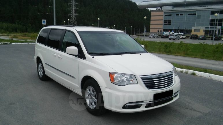 Chrysler Town&Country, 2010 год, 1 300 000 руб.