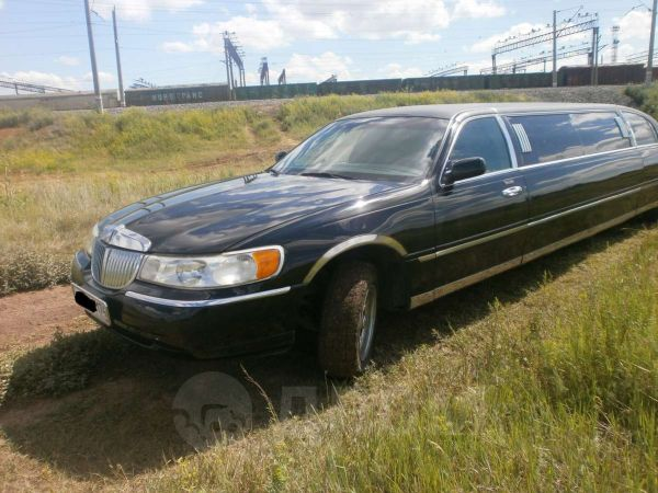 Lincoln Town Car, 2002 год, 470 000 руб.