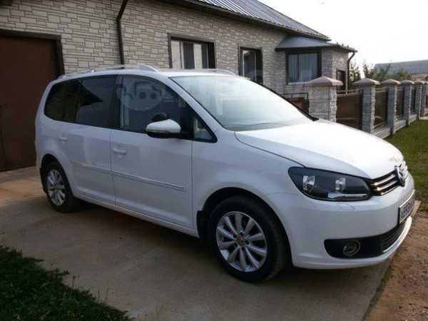 Volkswagen Touran, 2011 год, 700 000 руб.