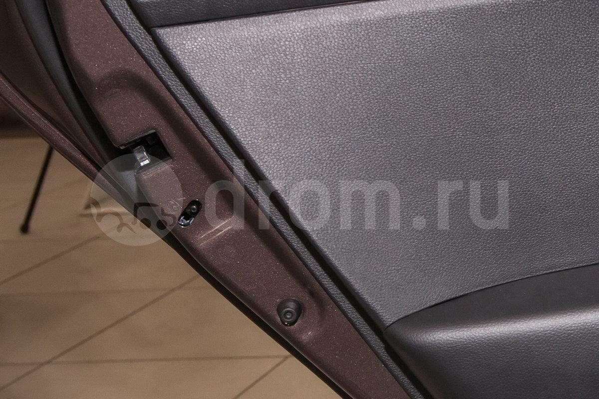 Дополнительное оборудование: Блокировка задних дверей от случайного открывания детьми, дневные ходовые огни