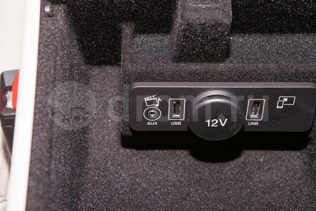 Дополнительное оборудование аудиосистемы: Аудиосистема Meridian с 17 динамиками, AUX, USB