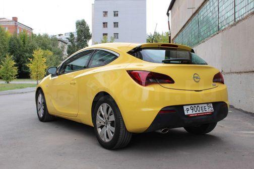 Opel Astra GTC 2011 - отзыв владельца