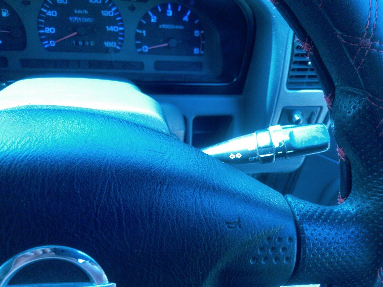 Переключатель поворотов с выключателем туманок внедрился от Тойоты марк2