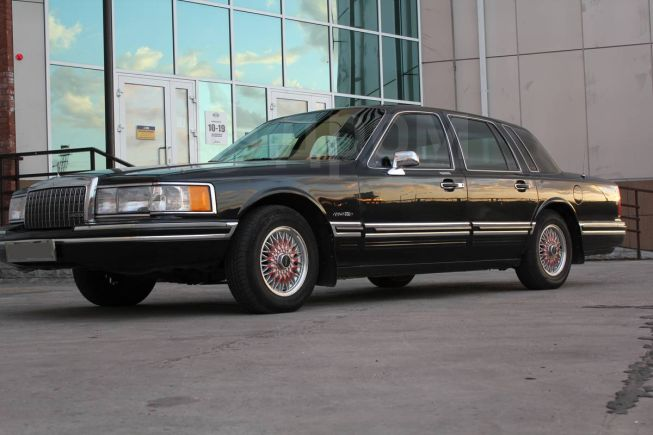 Lincoln Town Car, 1993 год, 520 000 руб.