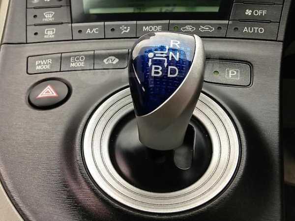 Toyota Prius, 2011 год, 690 000 руб.