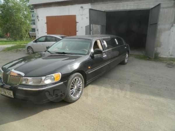 Lincoln Town Car, 2001 год, 300 000 руб.