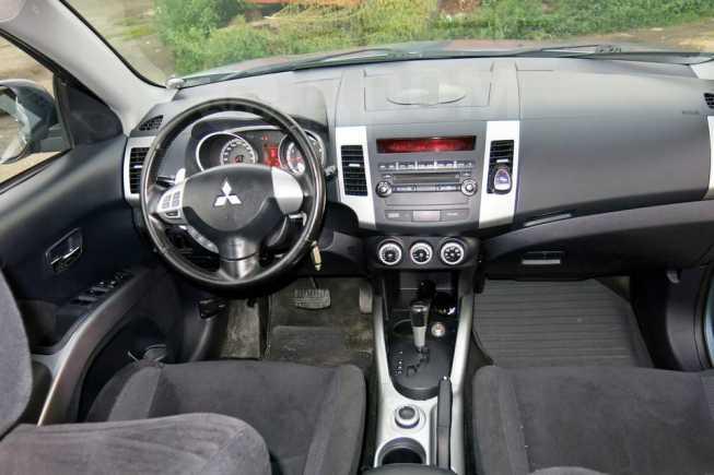 Mitsubishi Outlander, 2009 год, 755 000 руб.